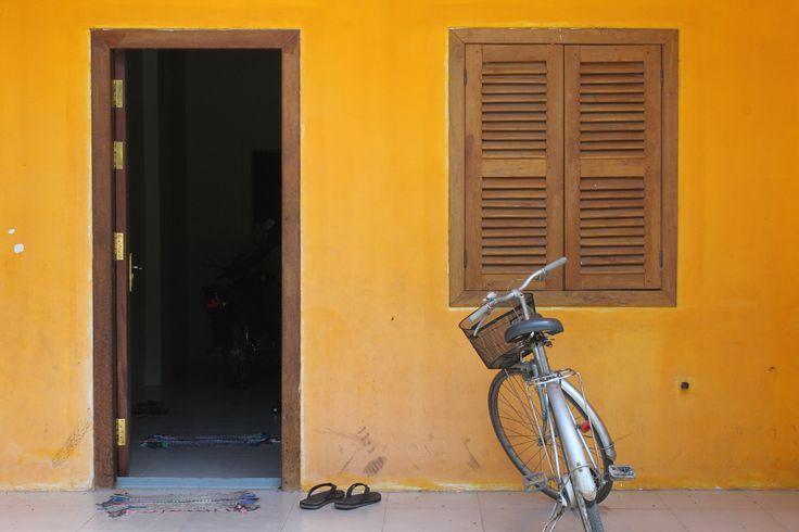 Une devanture de porte dans le vieux quartier de #Kampot