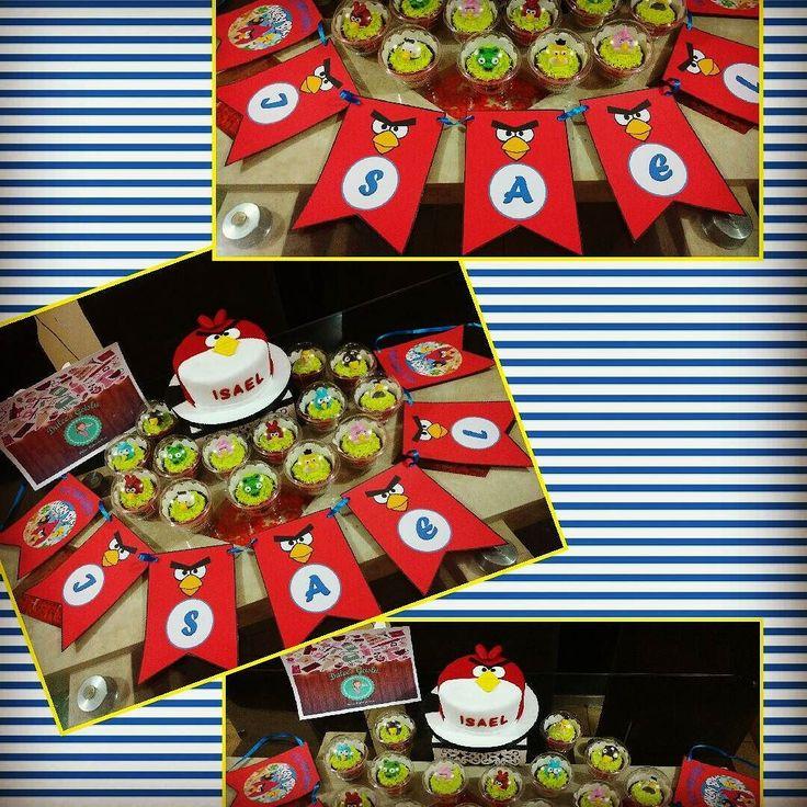 """""""Cumpleaños en Colegio"""" Torta de 15 porciones  12 Cupcakes  Banderín  Hacemos todo tipo de cakes y Cupcakes para todo tipo de  eventos recuerda que trabajamos con productos de calidad y sobre todo que son productos hechos en casa.  Para pedidos o consultas escríbenos x inbox del Facebook o llámanos al 945596515 que los atenderemos.  Desde ya gracias por su preferencia..."""