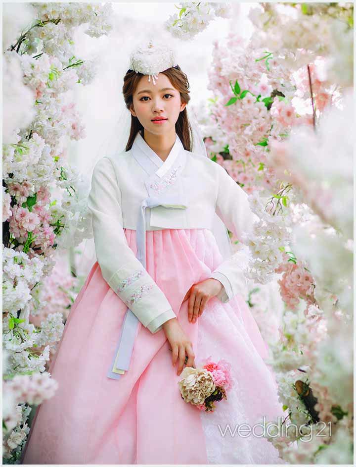 계절마다 아름답게 피어나는 꽃보다 아름다운 황금단의 신부 1