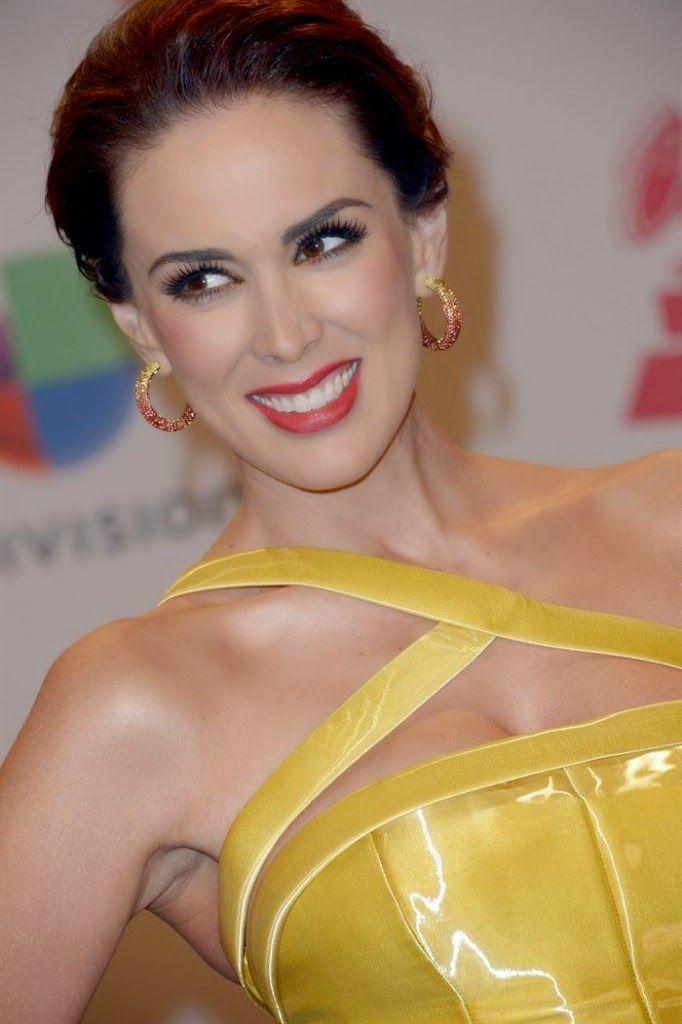 Actrices y actores latinos: Jacqueline Bracamontes en La 15a Entrega de Los La...