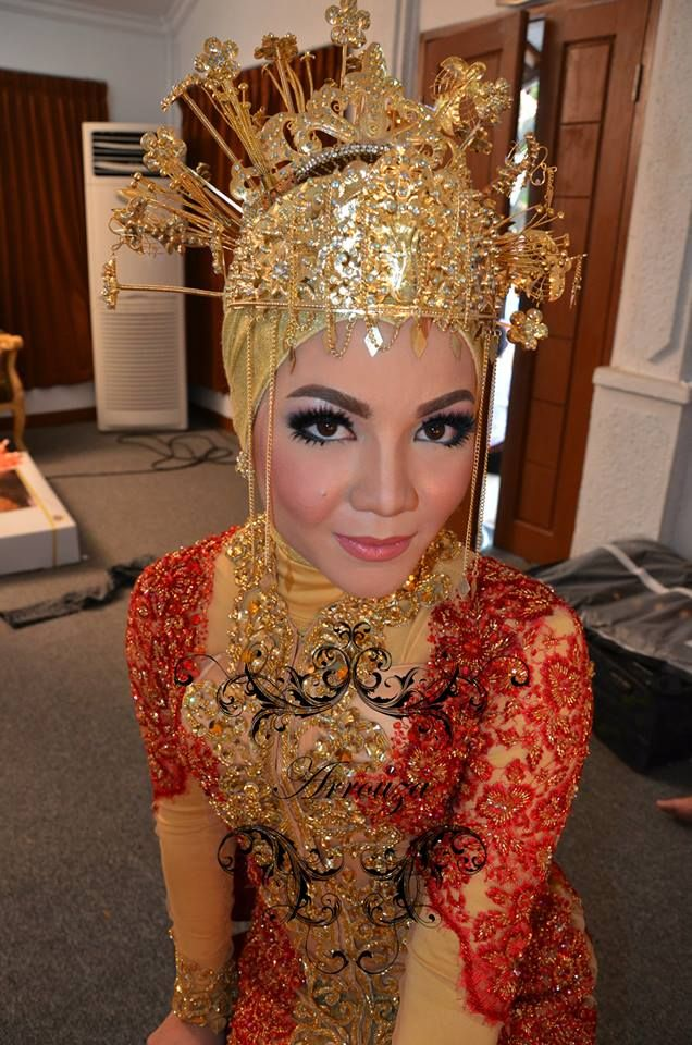 The bride wearing a traditional Betawi wedding cloths. #Kebaya #Modern #Culture #Indonesian