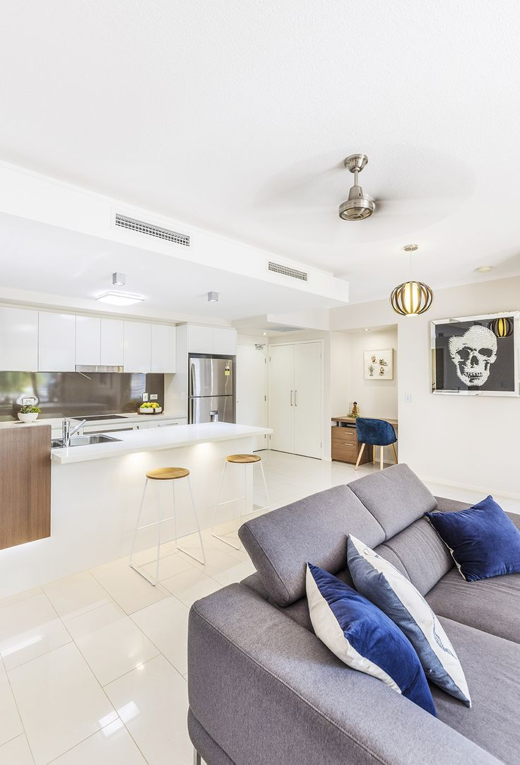 BULIMBA 8/18 Barramul Street... this north facing two bedroom contemporary apartment delivers outstanding convenience to Bulimba's eclectic mix of cafes and boutique shopping precincts.