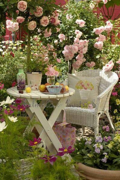 Outdoor living, backyard garden