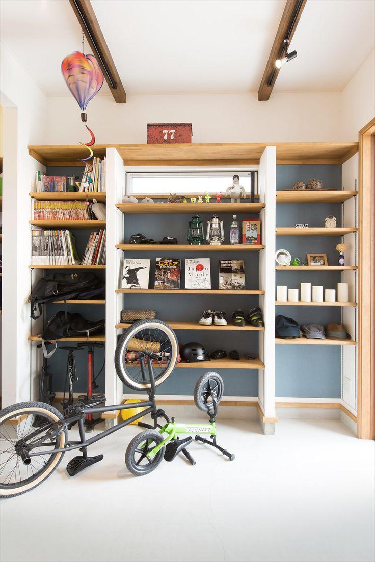 土間収納/玄関収納/玄関土間/棚/ブルーグレーの壁紙/自転車/インテリア/注文住宅/施工例/ジャストの家/interior/house/homedecor/housedesign