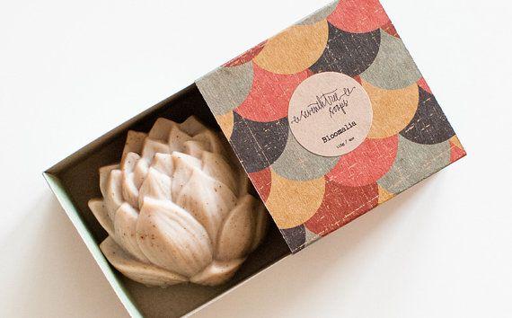 Approximate weight: 115g / 4oz Approximate size: 7cm x 7cm x 3.5cm / 2.75 x 2.75 x 1.5  SPICE MARKET - Chai & Vanilla Soap Lotus Flower soap  A