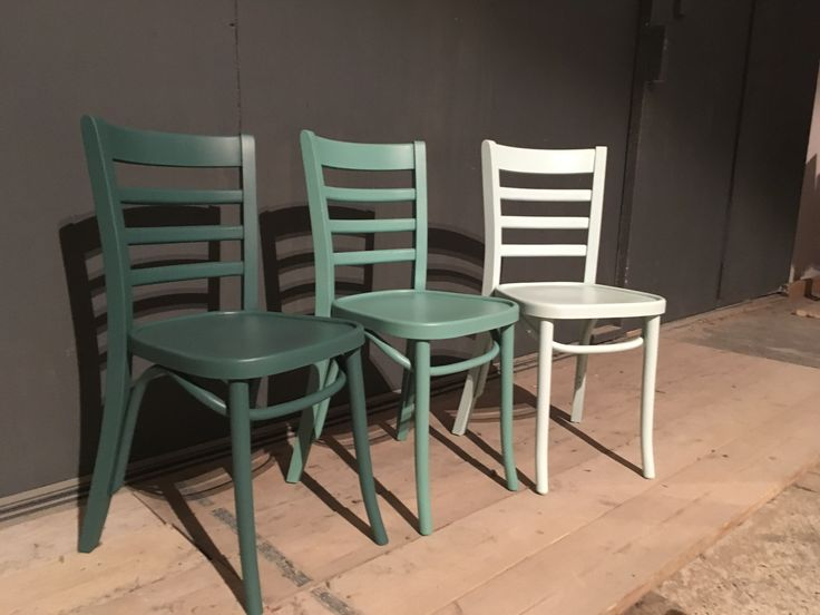 Cafe stoelen in kleur naar wens te leveren,€62