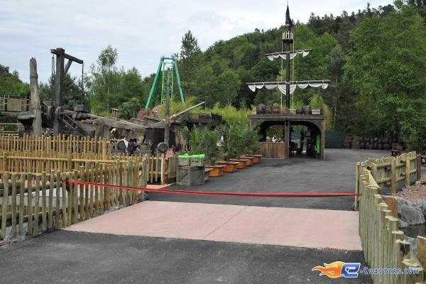 26/26 | Photo de l'attraction Pirates Attack située à Fraispertuis-City (France). Plus d'information sur notre site http://www.e-coasters.com !! Tous les meilleurs Parcs d'Attractions sur un seul site web !!