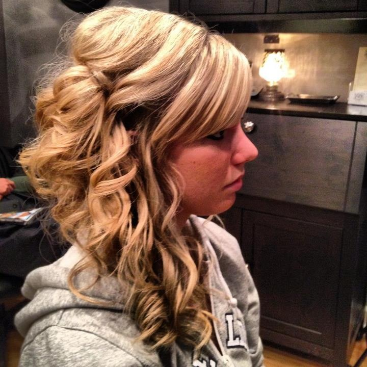 Homecoming hairstyles to the side
