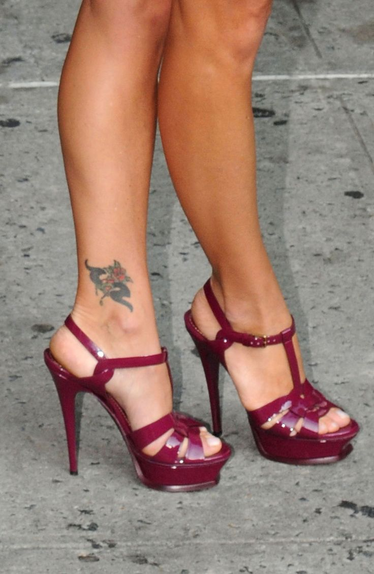 Kelly Ripa Feet and Legs | looooooooooooooooooooooooooove those shoes