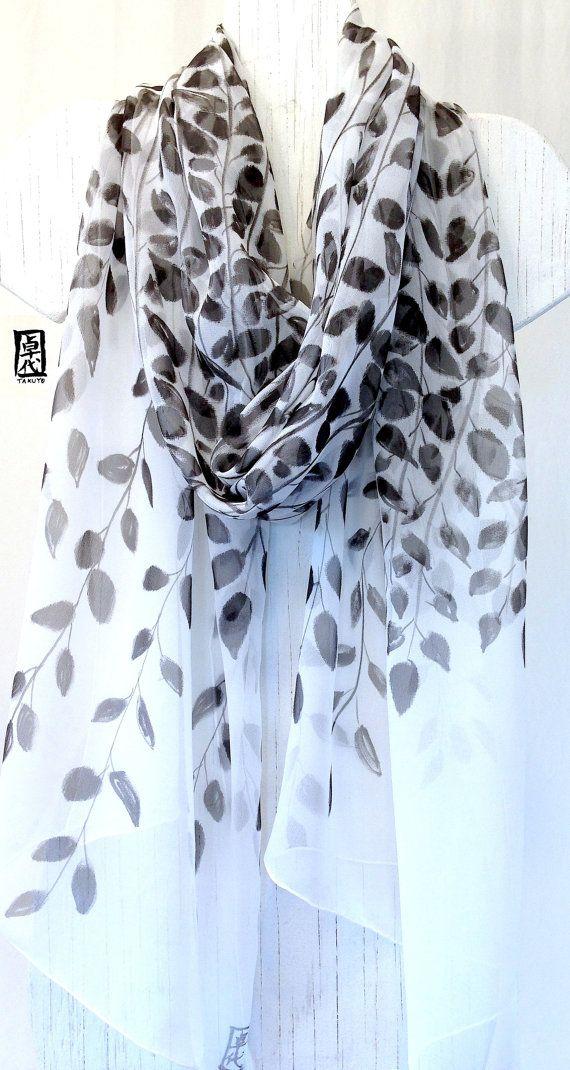 Handgeschilderde zijden sjaal sjaal zwarte door SilkScarvesTakuyo