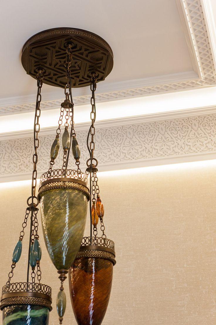 восточный интерьер, гипсовый декор на потолке, закарнизная подсветка
