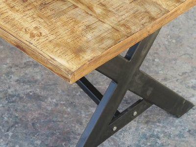 Dimension du meuble Longueur : 180 Hauteur : 76 cm Profondeur : 90 cm Matière : bois recyclé et acier Meuble à monter Table industrielle en 180 cm composée de métal et de...