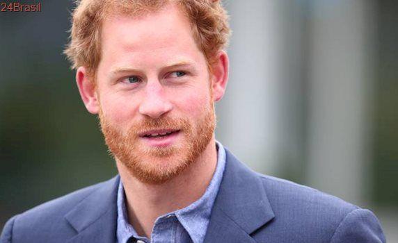Príncipe Harry admite que pensou em sair da família real britânica