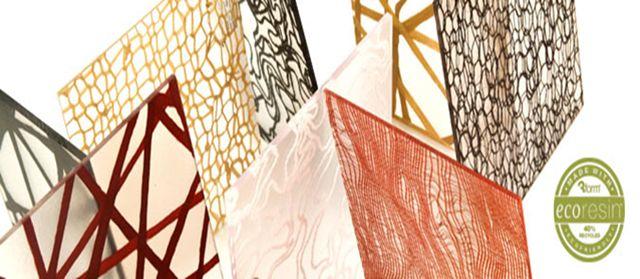 Paneles traslúcidos de eco-resina, con variados elementos en su interior. Selecciona un elemento, un color, una textura y un acabado,  para hacer de tu espacio algo único y sorprendente.