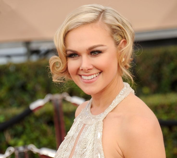 Broadway star Laura Bell Bundy went for a pared back look consisting of a short up-do, and brown smoky eyes. #RedCarpetInspiration #Beauty #BeautyCrew