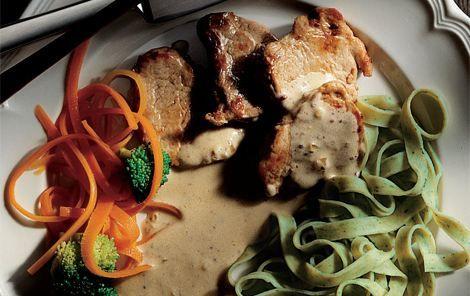 Sennepsmørbrad. Små lækre møre bøffer pakket ind i en let sennepssauce. Serveres med pasta eller ris.
