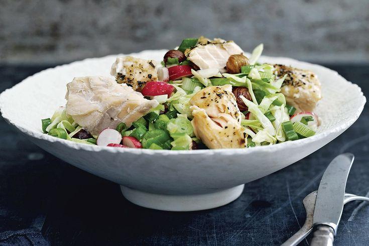 Prøv denne friske og sprøde salat med bagt laks, spidskål og radiser, som holder dig glad og mæt på din fastedag.