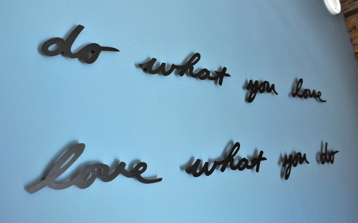 quote op muur na STIJLIDEE's interieuradvies, kleuradvies en styling Do what you love love what you do