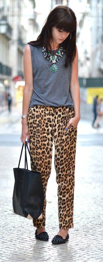Pantaloni morbidi leopardati.