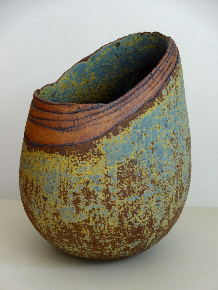 Decoration, I love the decoration of this piece it looks soo rustic and thats what I like about it, it is not smooth and its so cute » Gallery Jasmina Ajzenkol – Ceramics