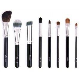 Pinceaux de maquillage haut de gamme fabriqués en France. Huit pinceaux pour le teint et les yeux, en poils naturels et synthétiques (suivant leur fonction). 85 €
