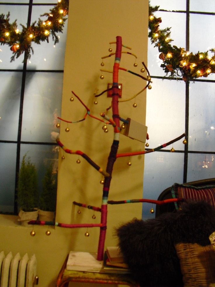Anthropologie - New York Nov 2011  (Christmas tree - with yarn in different colours)