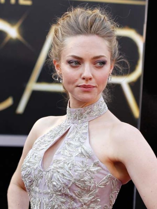 Amanda Seyfried  The Les Miserables star played dazzler as she paired her Alexander McQueen gown with Lorraine Schwartz earrings.