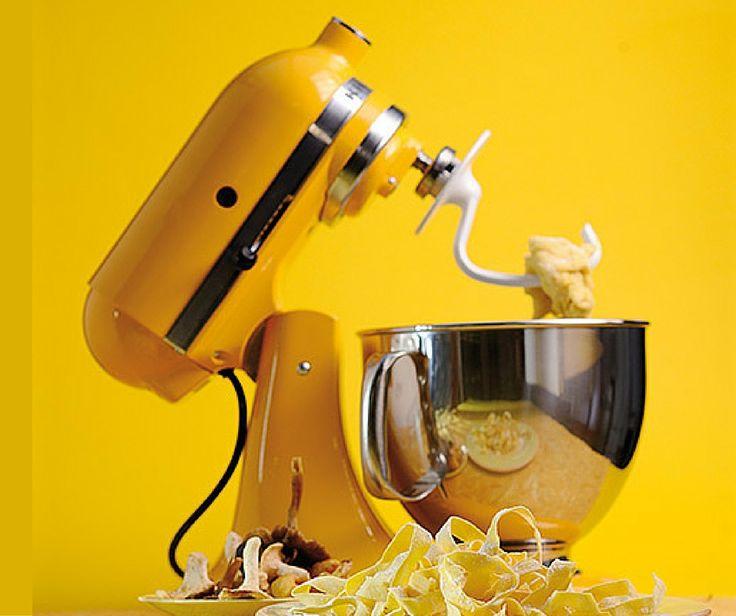 Δεν παίζονται τα χρώματα της KitchenAid! Εδώ το Yellow Pepper της λατρεμένης σειράς Artisan. Περισσότερα στο http://www.parousiasi.gr/?product=%CE%BC%CE%B9%CE%BE%CE%B5%CF%81-yellow-pepper-5%CE%BB%CF%84-%CE%BC%CE%B5-%CE%B4%CE%B9-5ksm150pseyp