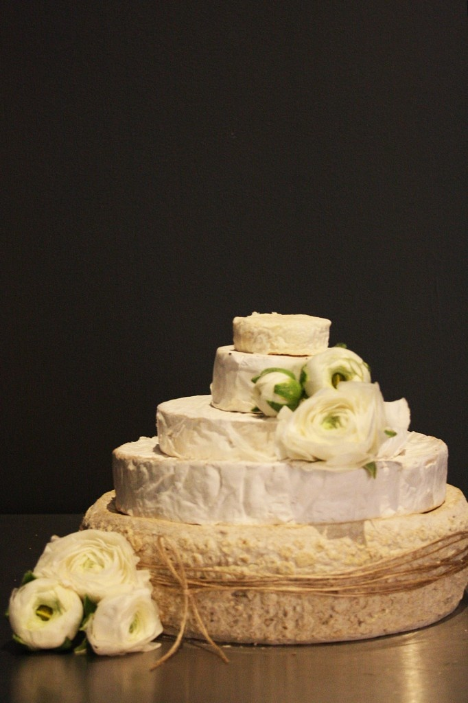 Delicious cheese wheels for your wedding cake at Comme.