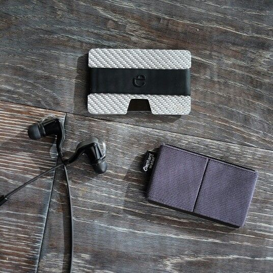 N wallet silver carbon fiber minimalist-wallets-essentials design
