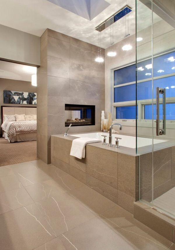 В данном интерьере камин отделяет ванну от спальни. .