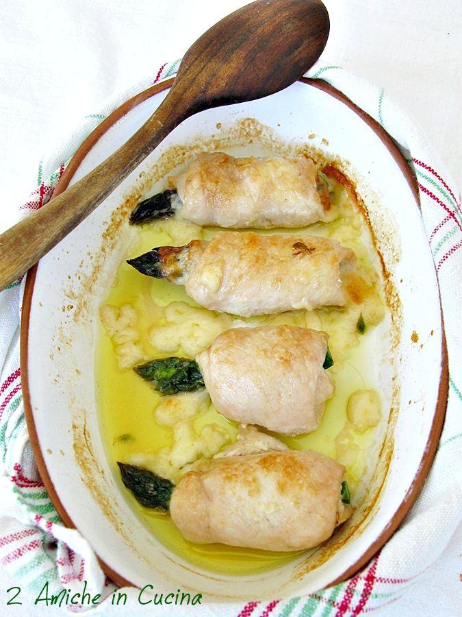 Buongiorno, oggi involtini di petto di pollo con asparagi e Asiago, una ricettina veloce senza dosi o regole da rispettare, basta arrotolare i petti di pollo con all'interno una fetta di Asiago e un asparago sbollentato, passare in forno e il gioco è fatto. Ingredienti per 2: 4 fette di petto…