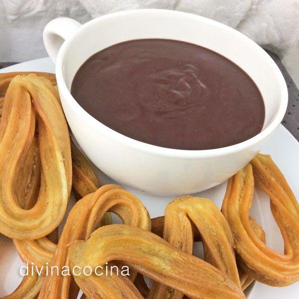 El chocolate a la taza hecho en casa con esta sencilla receta tiene un sabor mucho más intenso y natural que los industriales. Una vez en la taza prueba a ponerle un golpe de pimienta negra molida o pimienta de cayena al servir.