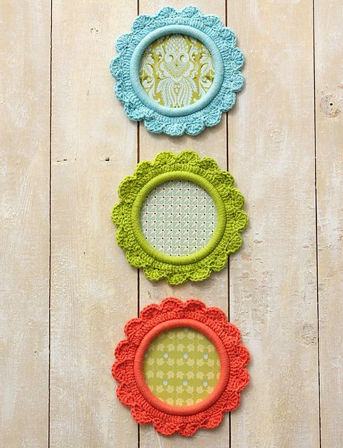 [Free Pattern] Cutest Magnetic Photo Frames For Refrigerator - Knit And Crochet Daily