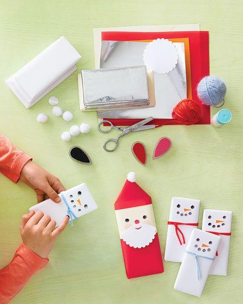 Snowman and Santa Claus wrapping!     Dutchies: pak rozijnendoosjes in voor neefjes/nichtjes/kinderen!