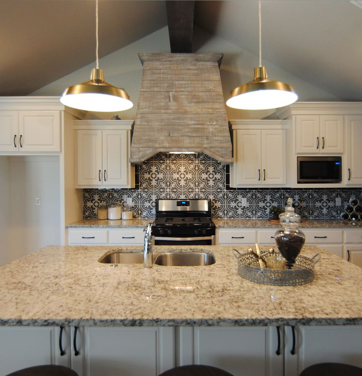 Best 25 Black Granite Countertops Ideas On Pinterest: 25+ Best Ideas About Light Granite Countertops On