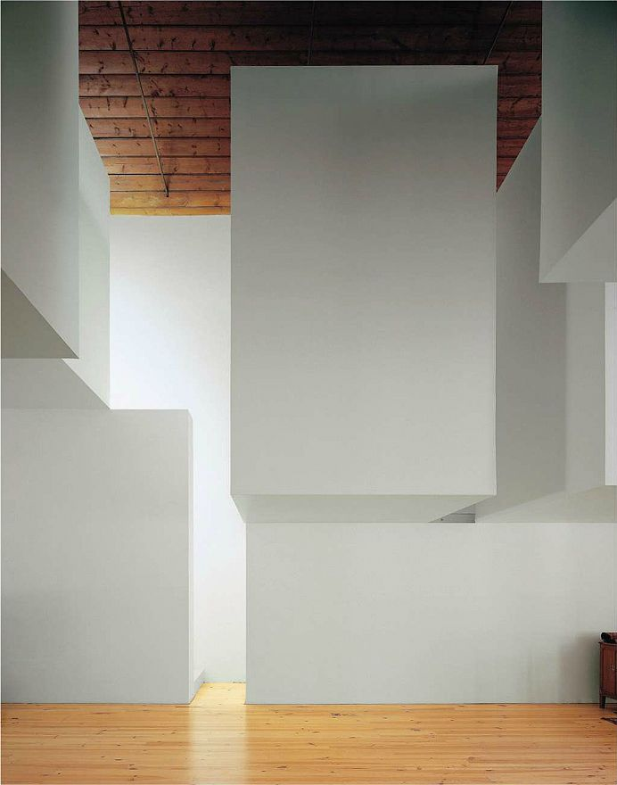 Aires Mateus - More of 'floating' volumes in the house in Brejos de Azeitao, Setubal 2005. Via.
