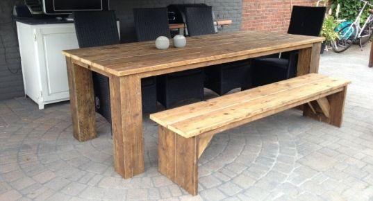 Eiken houten blokpoottafel. Bij ons een picknickbankje gratis bij aankoop van een tafel.