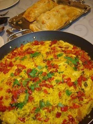 Receita de Arroz com açafrão, tomate seco e mussarela. Enviada por Tudo Gostoso e demora apenas 40 minutos.