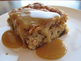 Un gâteau plein de pommes et de dattes dans une pâte blanche à la cannelle et gruau. GÂTEAU POMMES ET DATTES Mélange #1 -1 tasse d'huile...