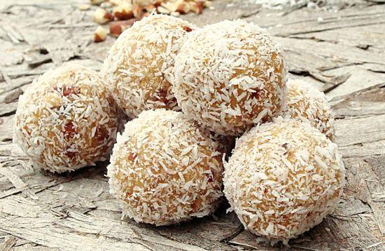 Biluțe cu Biscuiți, Curmale și Cocos – Desert Rapid Fără Foc