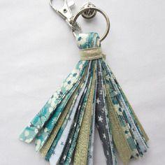 Porte-clés pompon liberty mitis menthe en tissus noués