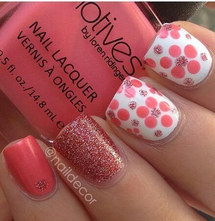 Nail design. Nail art. Pink, polka dots.