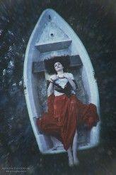 NickMC dryfująca   Zdjęcie powstałe na plenerze w Ojrzanowie organizowanym przez Anna Sychowicz         makijaż : Studio Wizażu Izabela Bórzyńska
