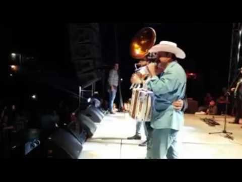 (Video) Alcalde de San Blas regala 50 mil pesos durante concierto de Julión Álvarez - http://www.esnoticiaveracruz.com/video-alcalde-de-san-blas-regala-50-mil-pesos-durante-concierto-de-julion-alvarez/