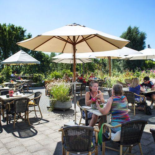 Op een knus en gezellig terras van uw lunch genieten? Dat kan allemaal in De sfeerstal in Nieuwveen.
