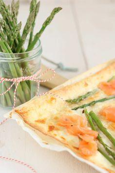 Flammkuchen met zalm en groene asperges