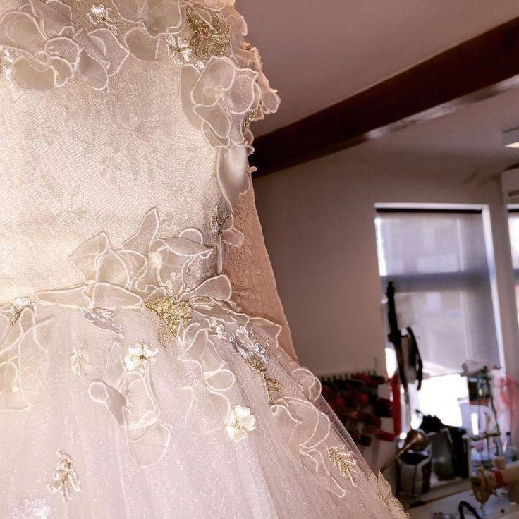 The details always tell the story #parlordress #parlorbride #parlorstudio #lace #embroideries #hamdmade #demicouture #design #studio  #bridetobe #ido #wedding #dress #fairytale #weddingplanning #weddinginspiration #folliwthebuyers #bridalweek