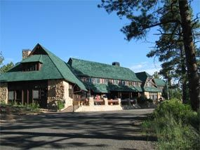 Bryce Canyon Lodge: a lodge in Bryce Canyon National Park, Utah. It was built between 1924 and 1925 using local materials. Designed by architect Gilbert Stanley Underwood, the lodge is an excellent example of National Park Service Rustic design.