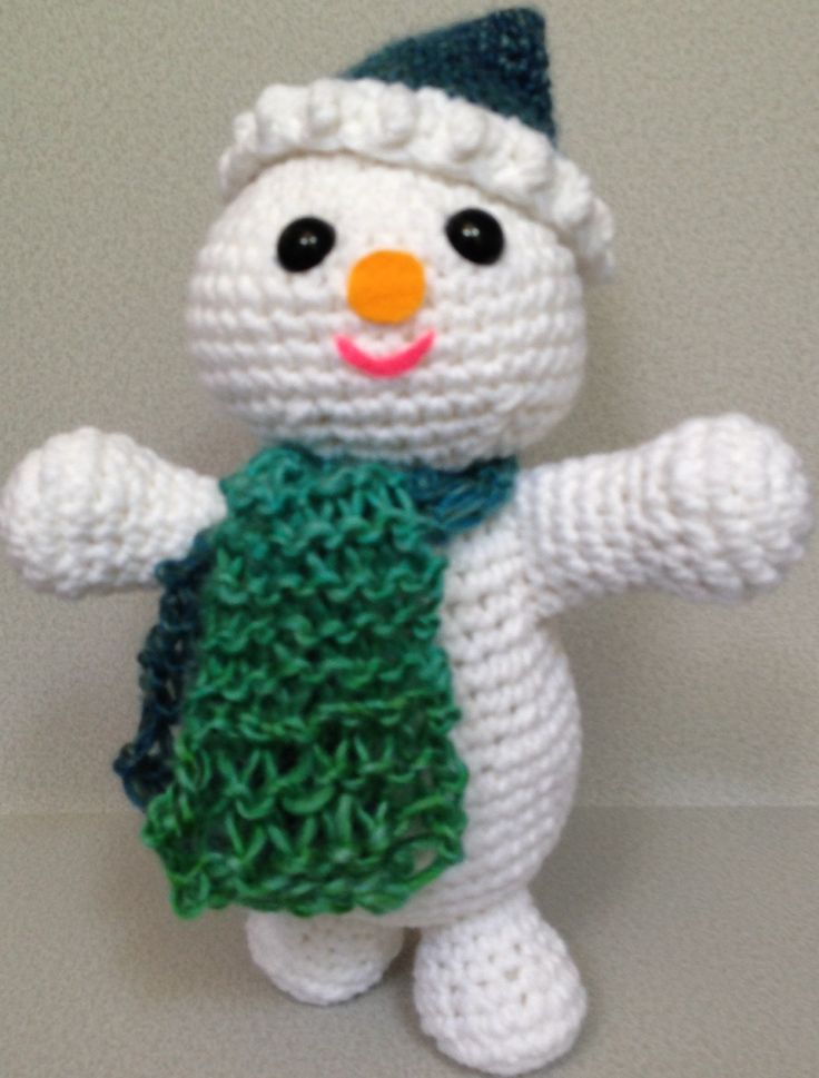Snowman with Knitted Scarf pattern | Christmas persons ...